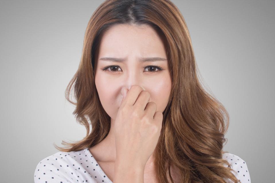 シャンプーしても頭の臭いが気になる時は何が原因?