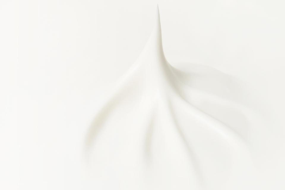 クリームの正しい使い方を知って、潤いがつづく肌へ。