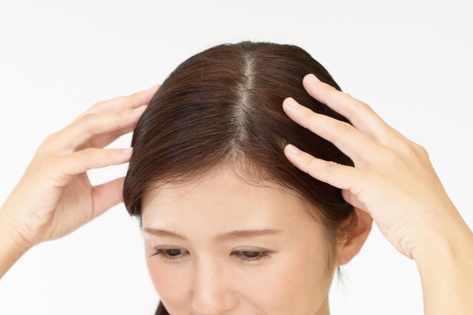1日たったの3分!頭皮マッサージで髪は抜けにくくなる。